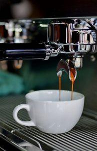 Kaffeemaschine bereit Kaffee zu